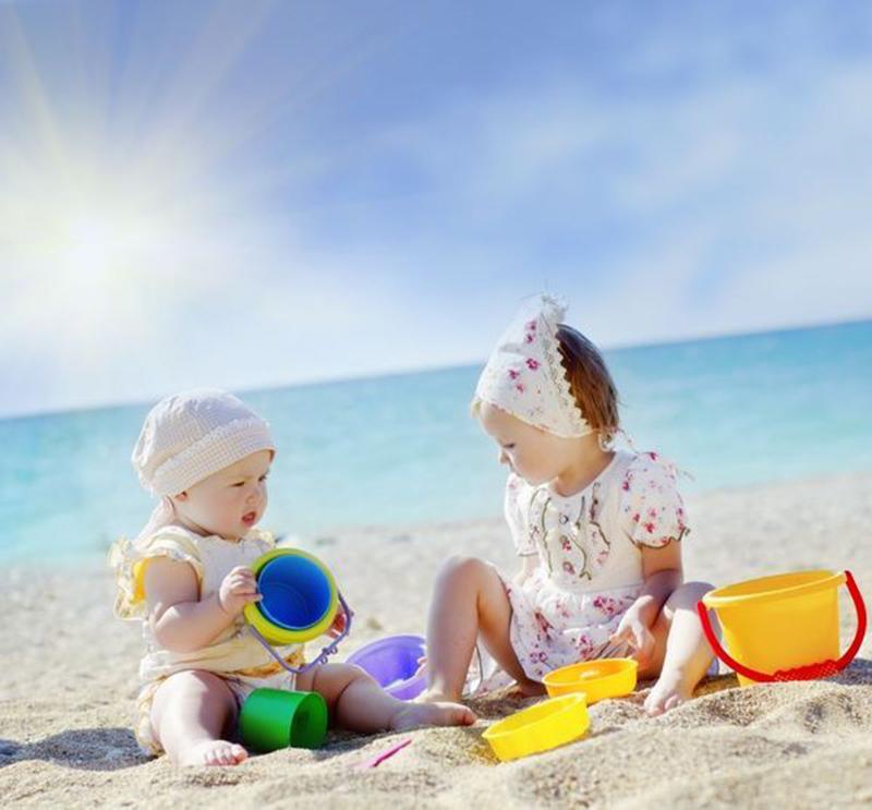 bebelusi-plaja-nisip
