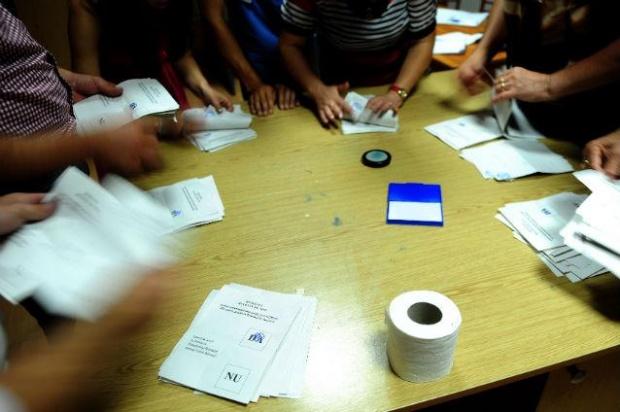 incidente-la-primul-tur-al-alegerilor-sute-de-buletine-de-vot-au-disparut-politia-ancheteaza-cazul-282046