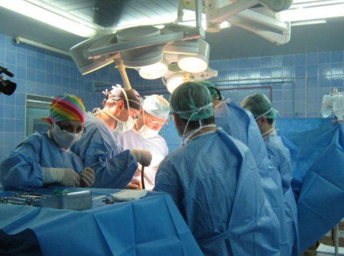 Un copil aflat în stare gravă a primit o nouă inimă: Institutul de Boli Cardiovasculare şi Transplant Târgu Mureş a făcut al doilea transplant pediatric de cord