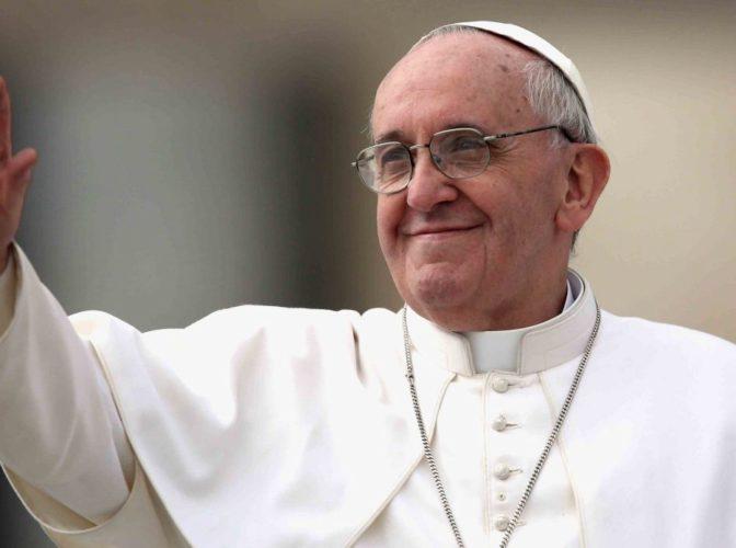 Ne vizitează Papa de la Roma! Povestea incredibilă a Papei Francisc, un altfel de suveran pontif