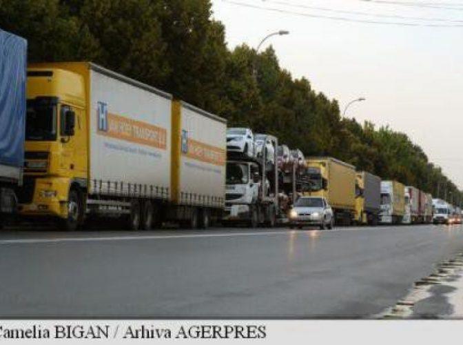 Cozi de şapte kilometri de tiruri care aşteaptă ieşirea din România prin PTF Giurgiu-Ruse, pe DN 5