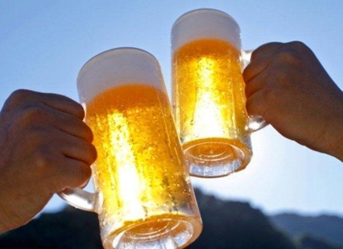 Un român din trei preferă berea, unul din cinci alege vinul (studiu)