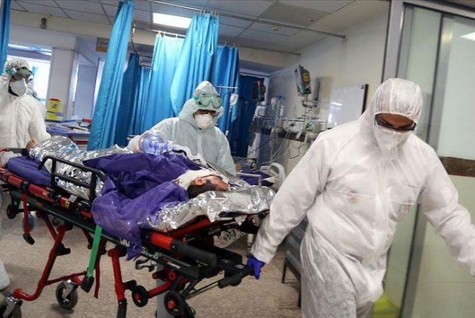 Un chirurg acuză lipsa echipamentului complet de protecţie contra Covid-19: 'Sunt de gardă. Dacă trebuie să operăm vom fi contaminați'